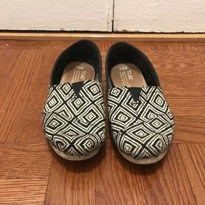 Black and White Toms